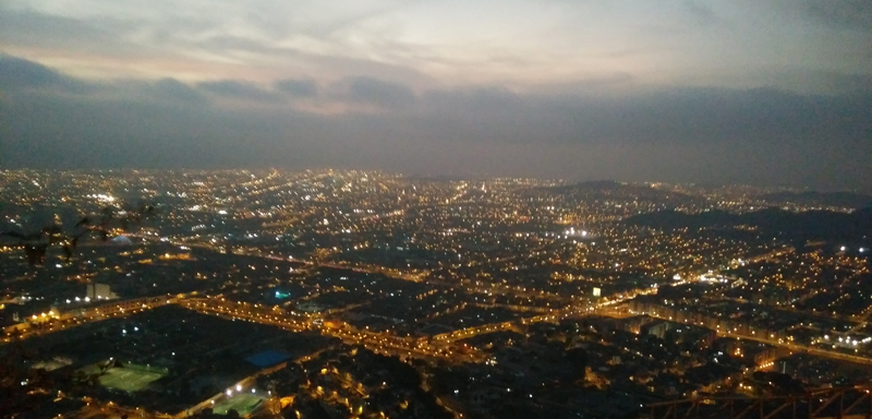 Lima de noche desde el Cerro San Cristóbal.