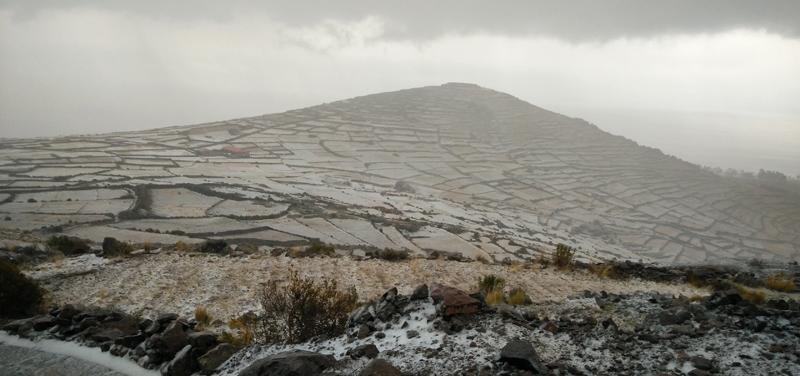 Puede que no encuentres nieve pero puedes verte ante enormes tormentas de granizo como esta que nos pilló en la isla de Amantaní, en Puno.