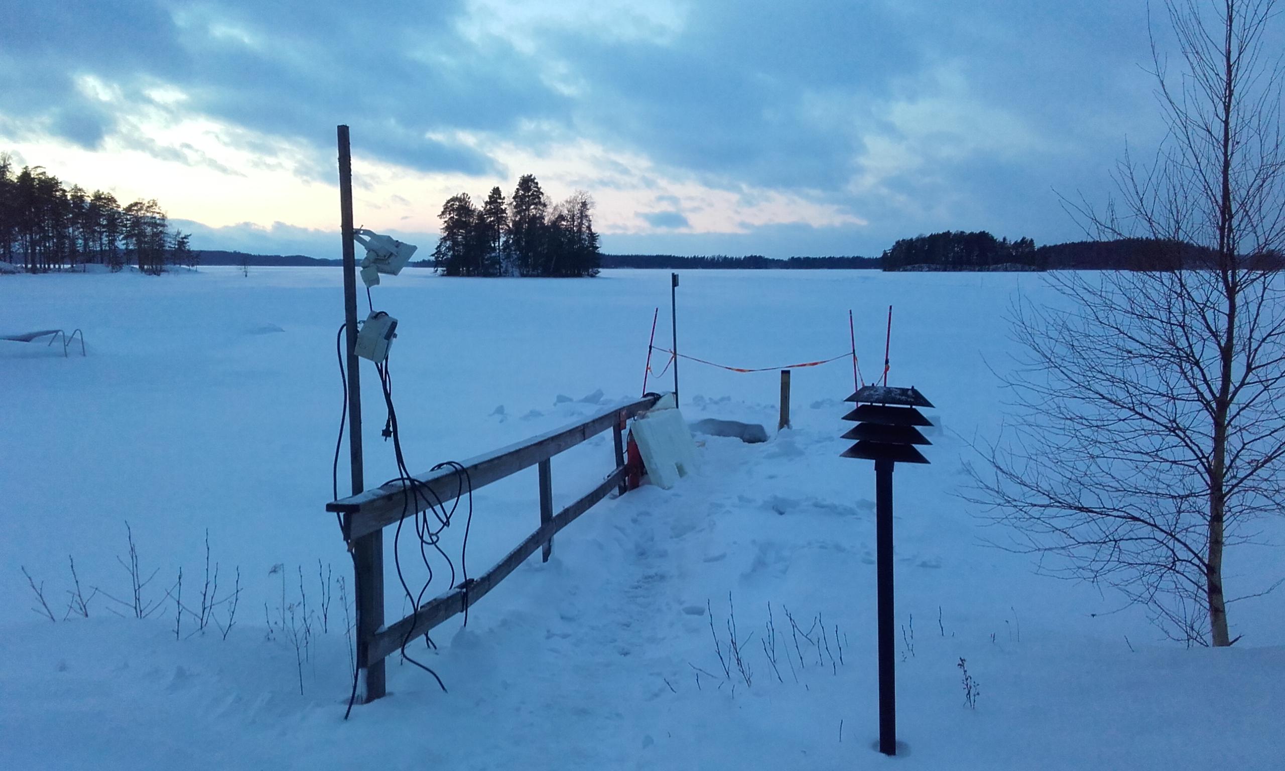 Camino de la sauna al lago