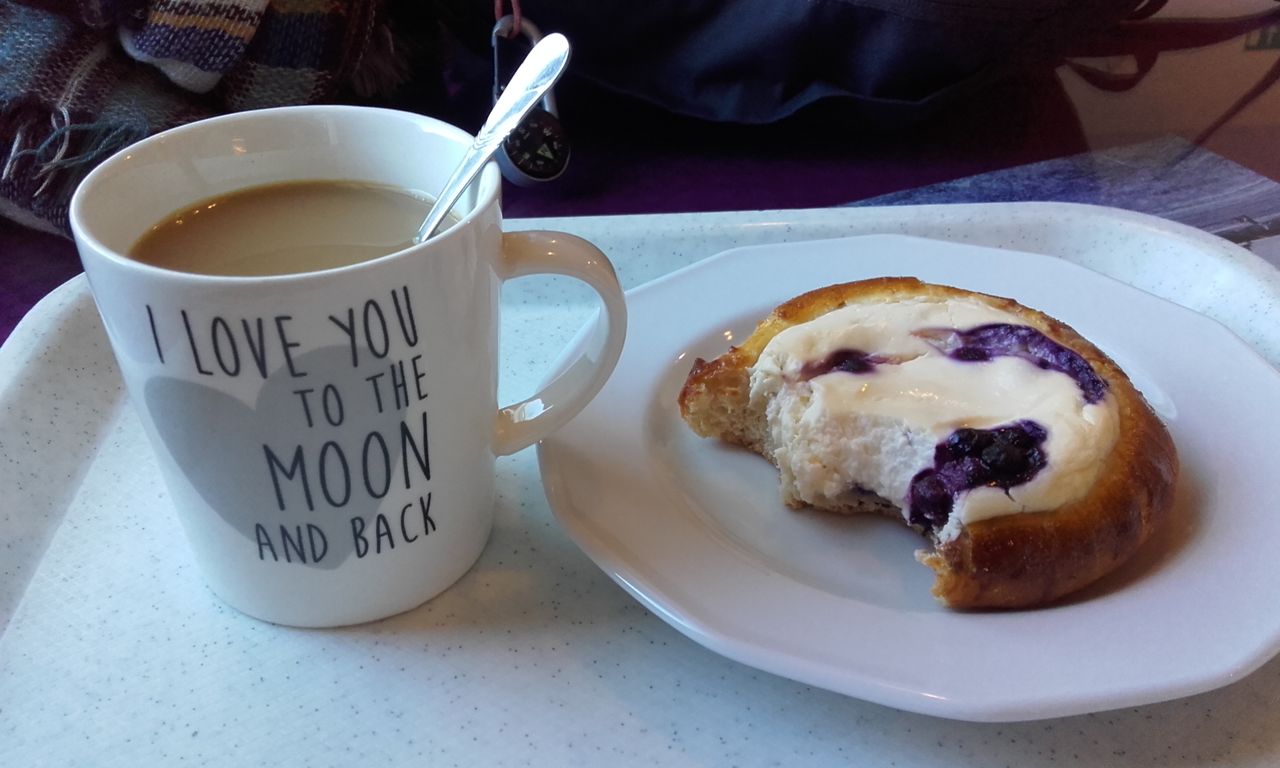 Reponiendo fuerzas con un buen desayuno