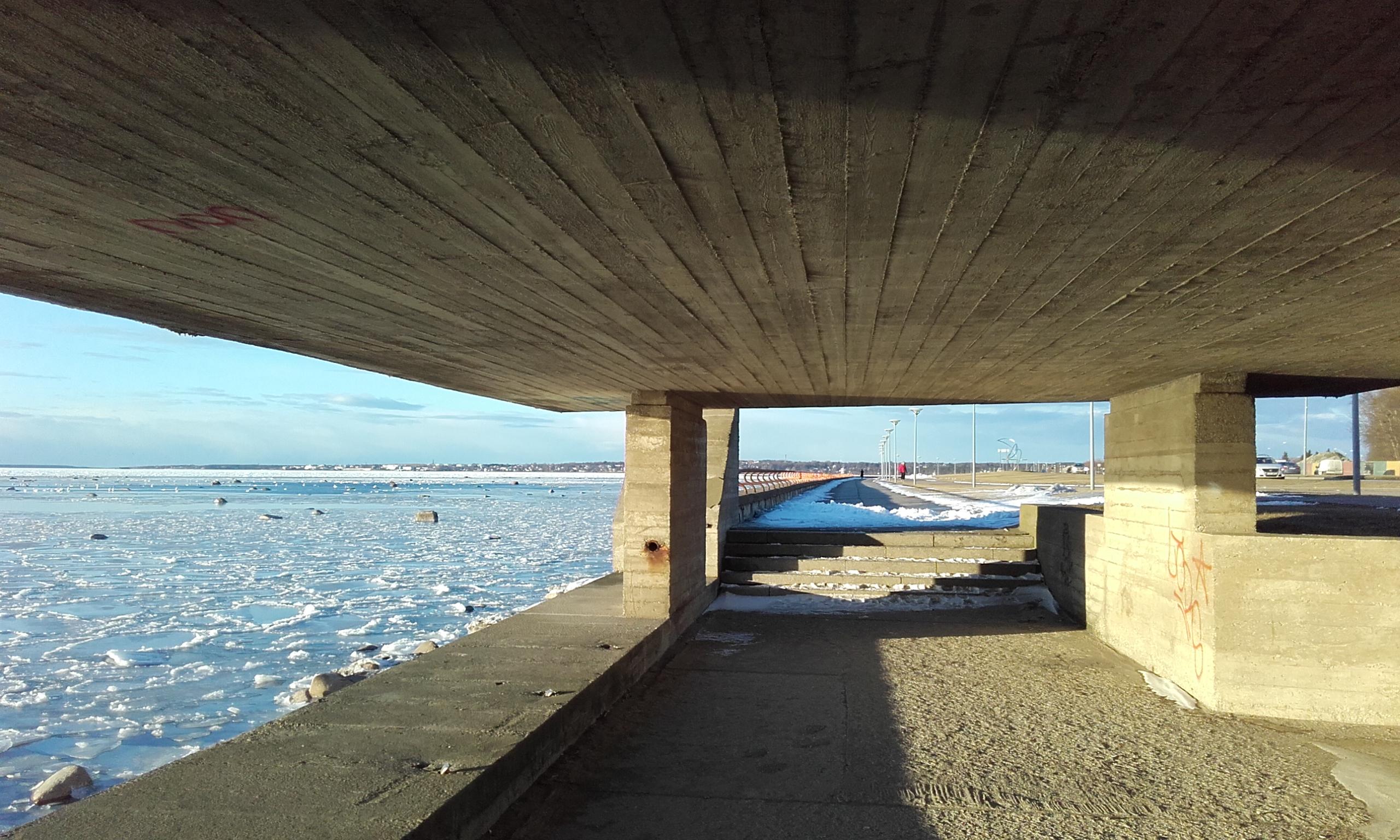 Pequeño túnel en el paseo marítimo