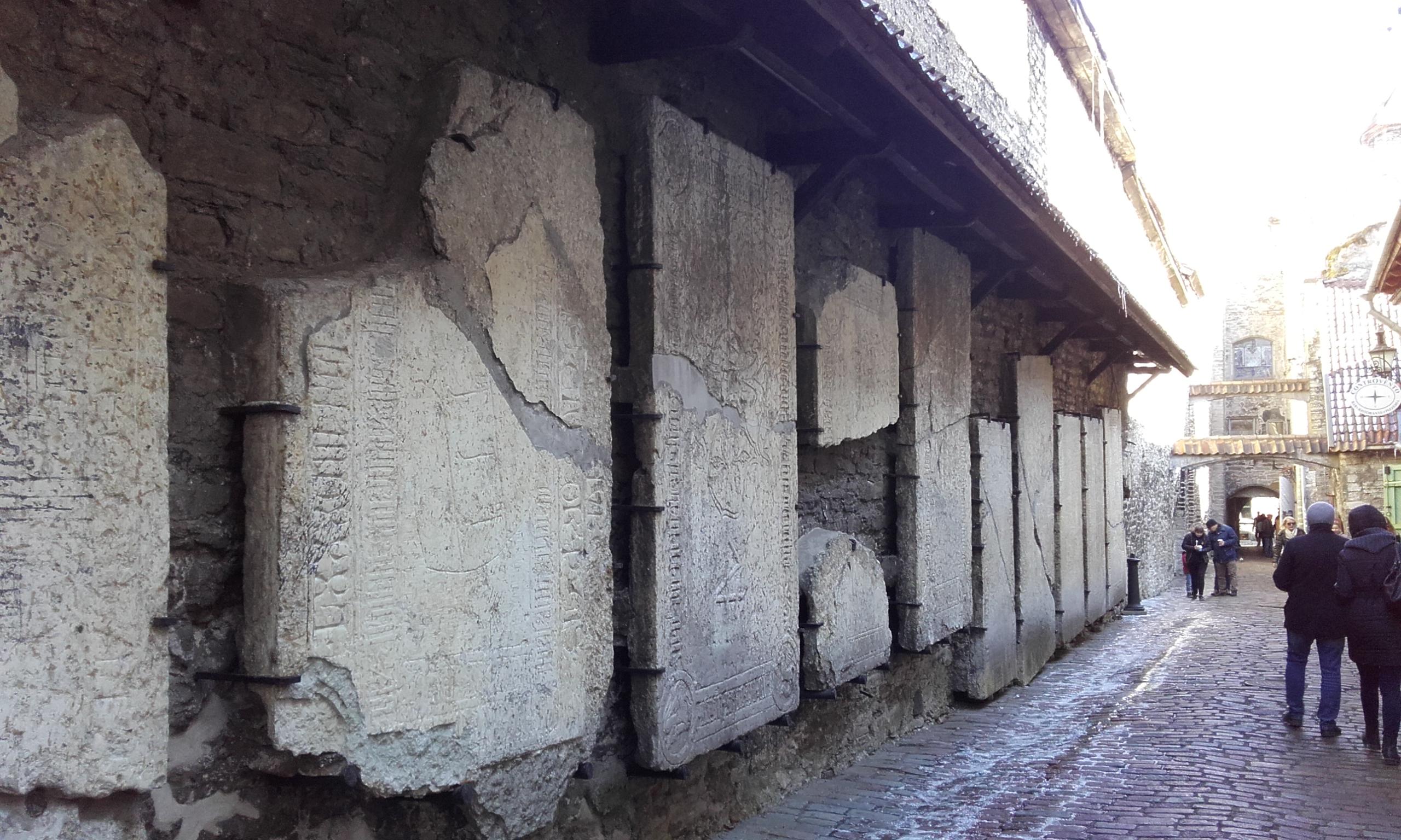 Lápidas en el pasaje de Santa Catalina
