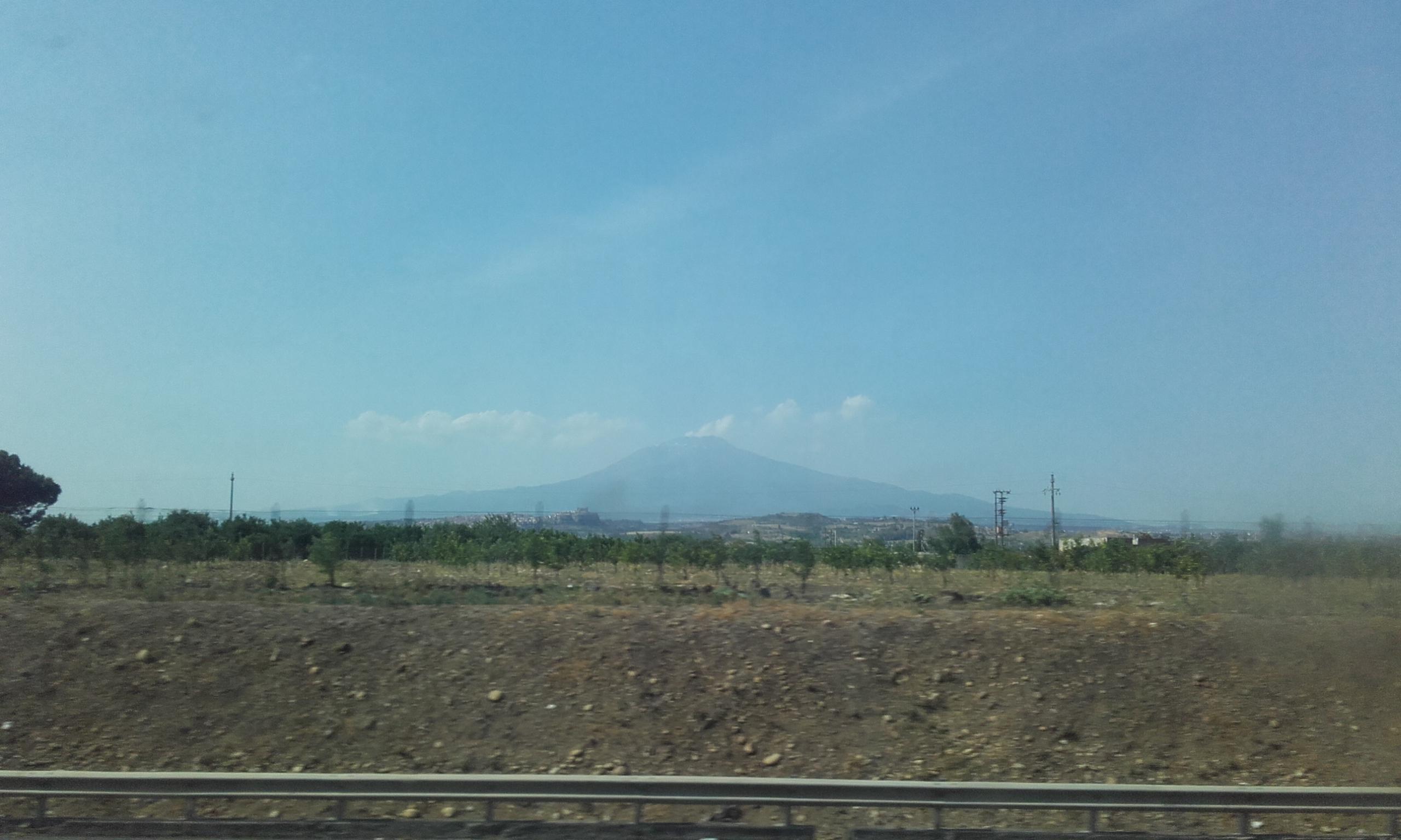 Volcán Etna en el horizonte