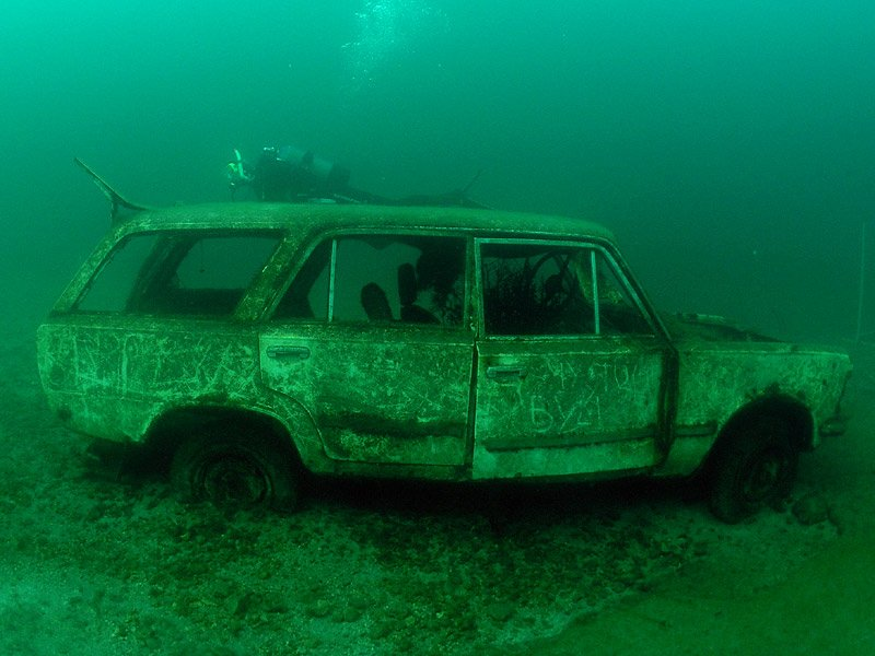Fiat abandonado en las profundidades de Zakrzówek