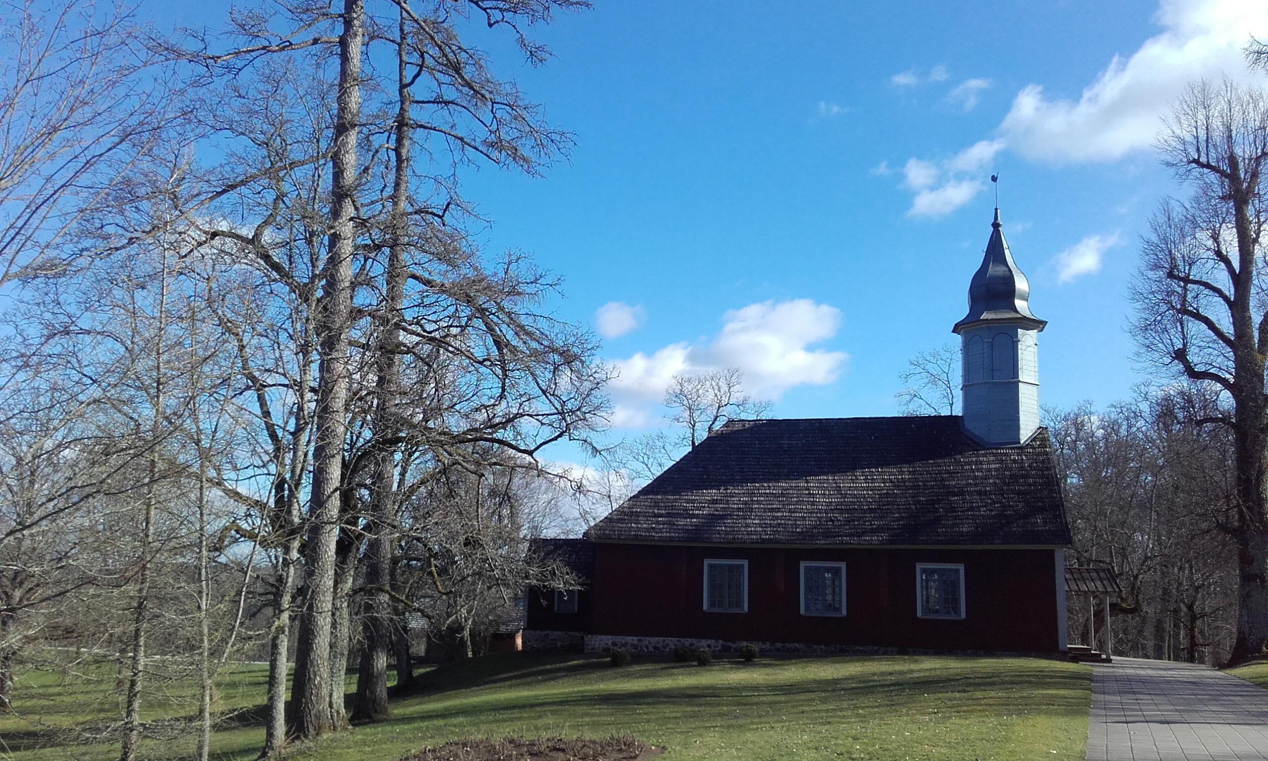 Iglesia en el recinto del castillo