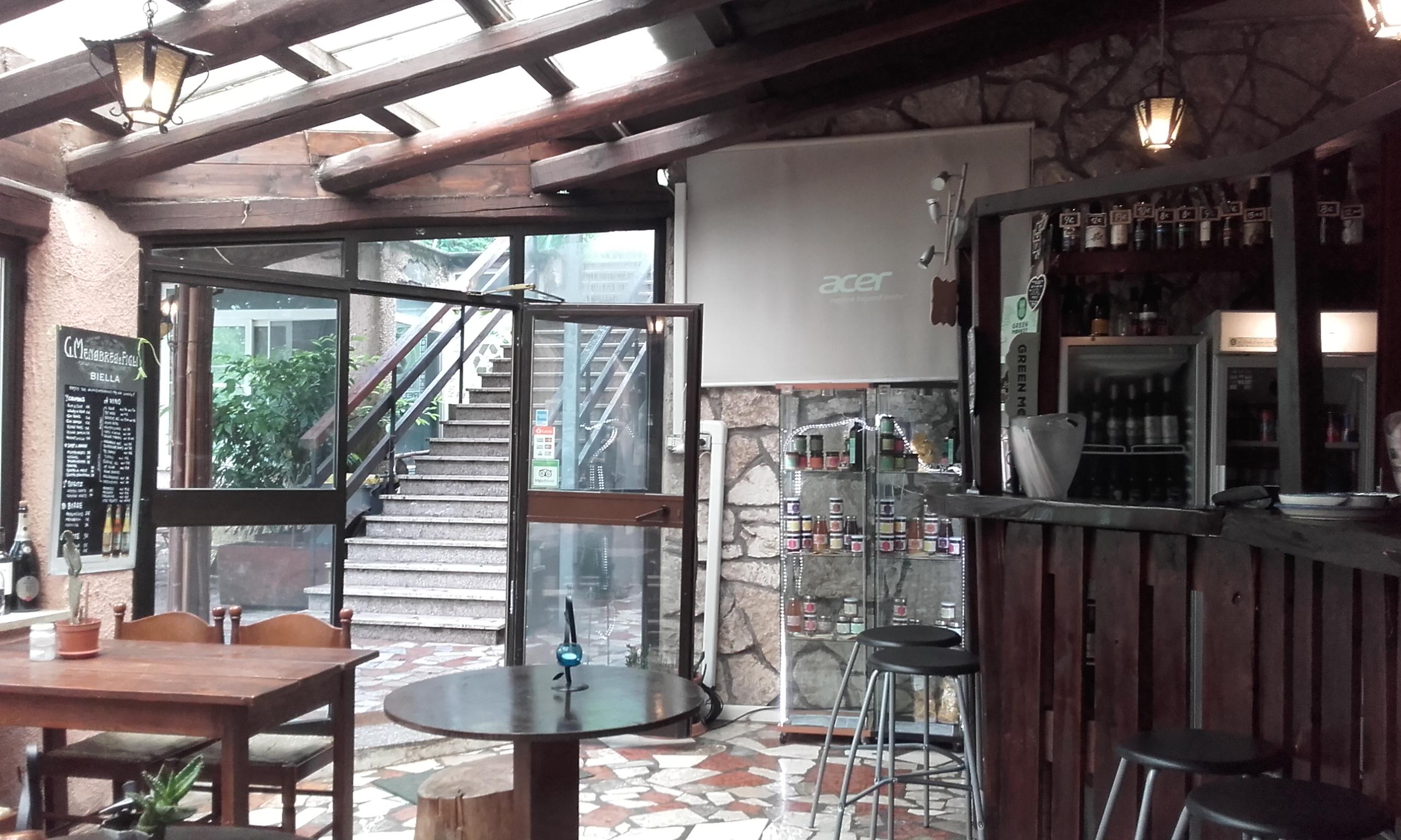 El bar interior del Wiki Hostel