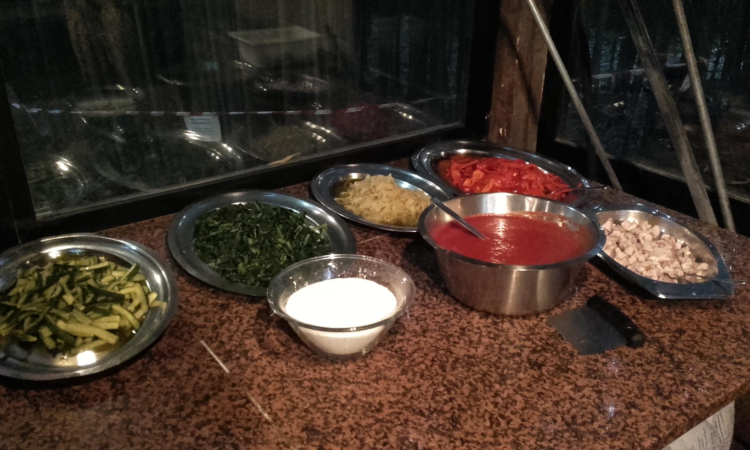 Los ingredientes para hacer las pizzas