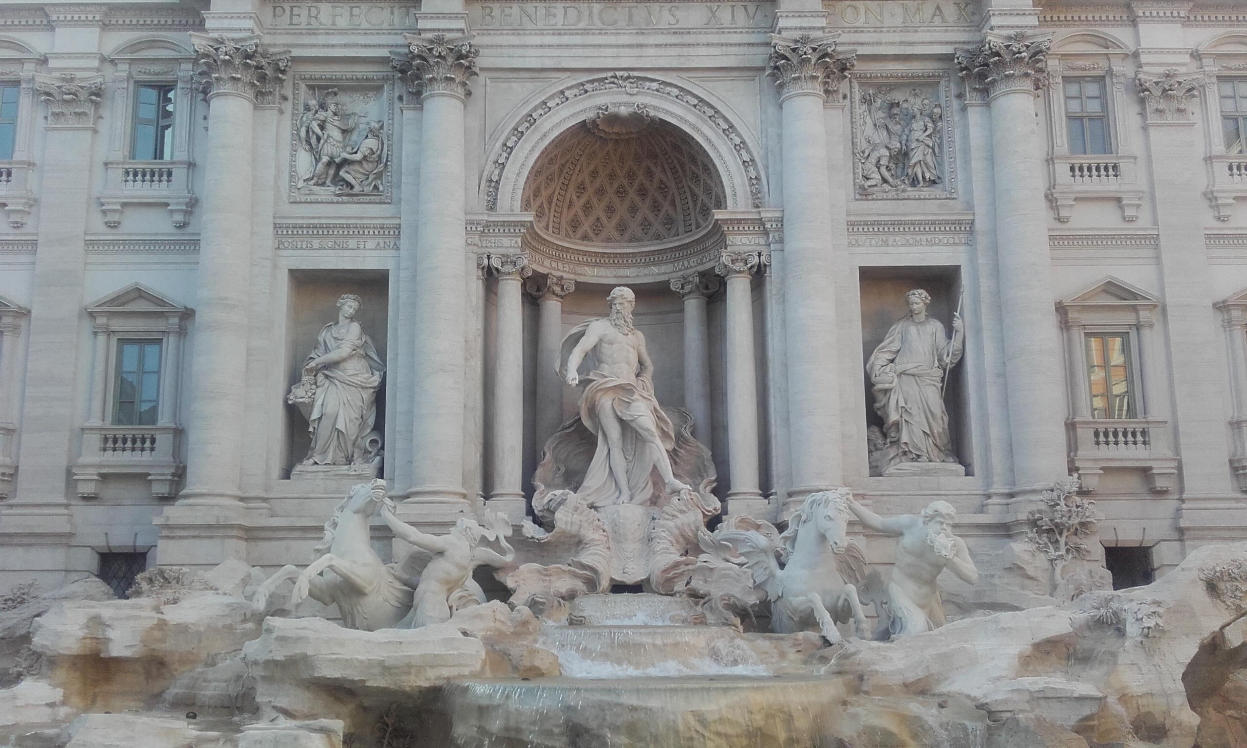 La Fontana di Trevi, de frente