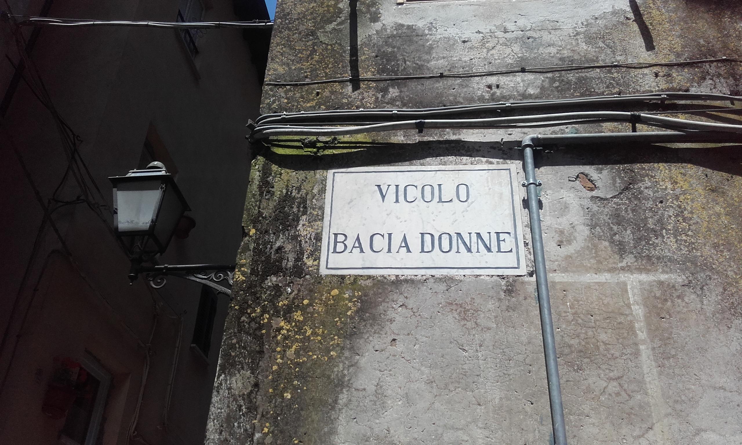 El Vicolo Bacia Donne