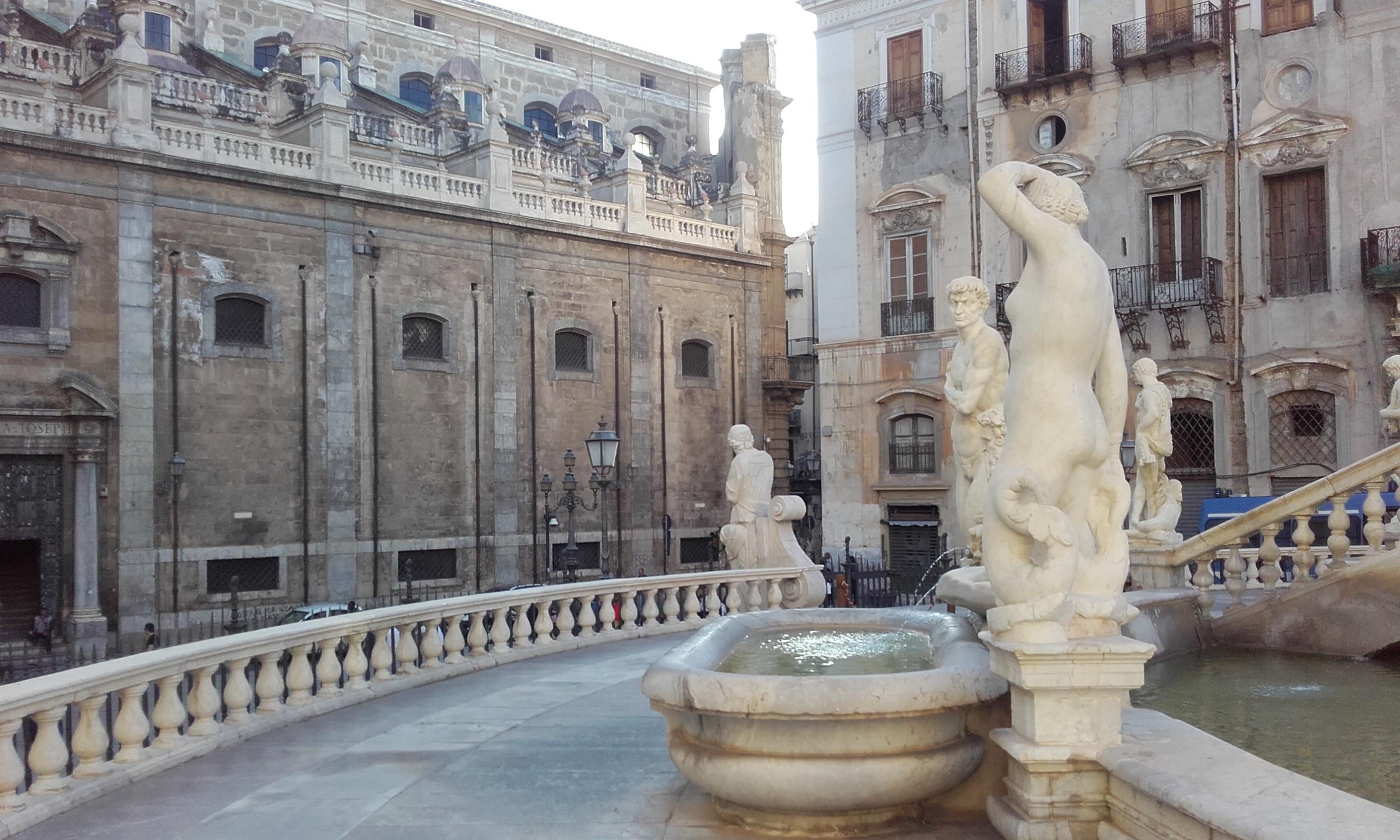 Iglesia de San Giuseppe dei Teatini desde la fuente