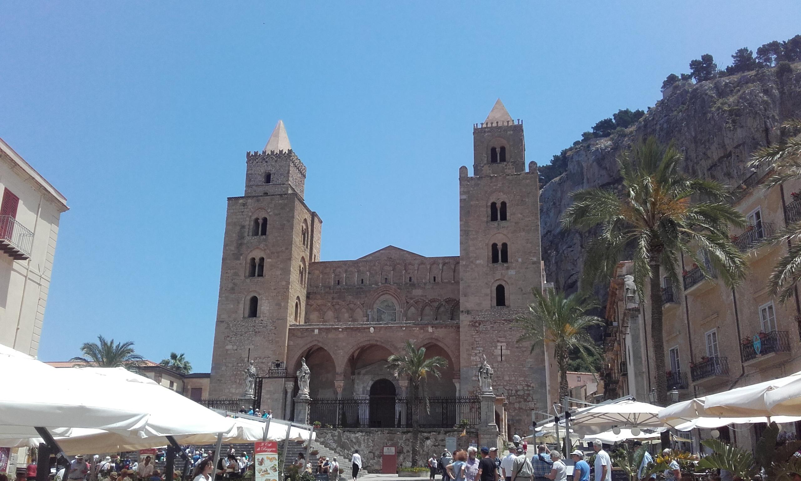 Catedral de Cefalú, a los pies de la Rocca