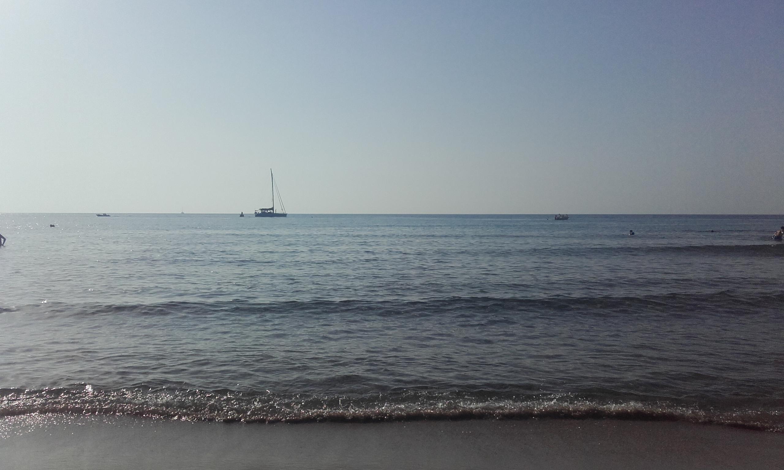 La orilla de la playa de Cefalú