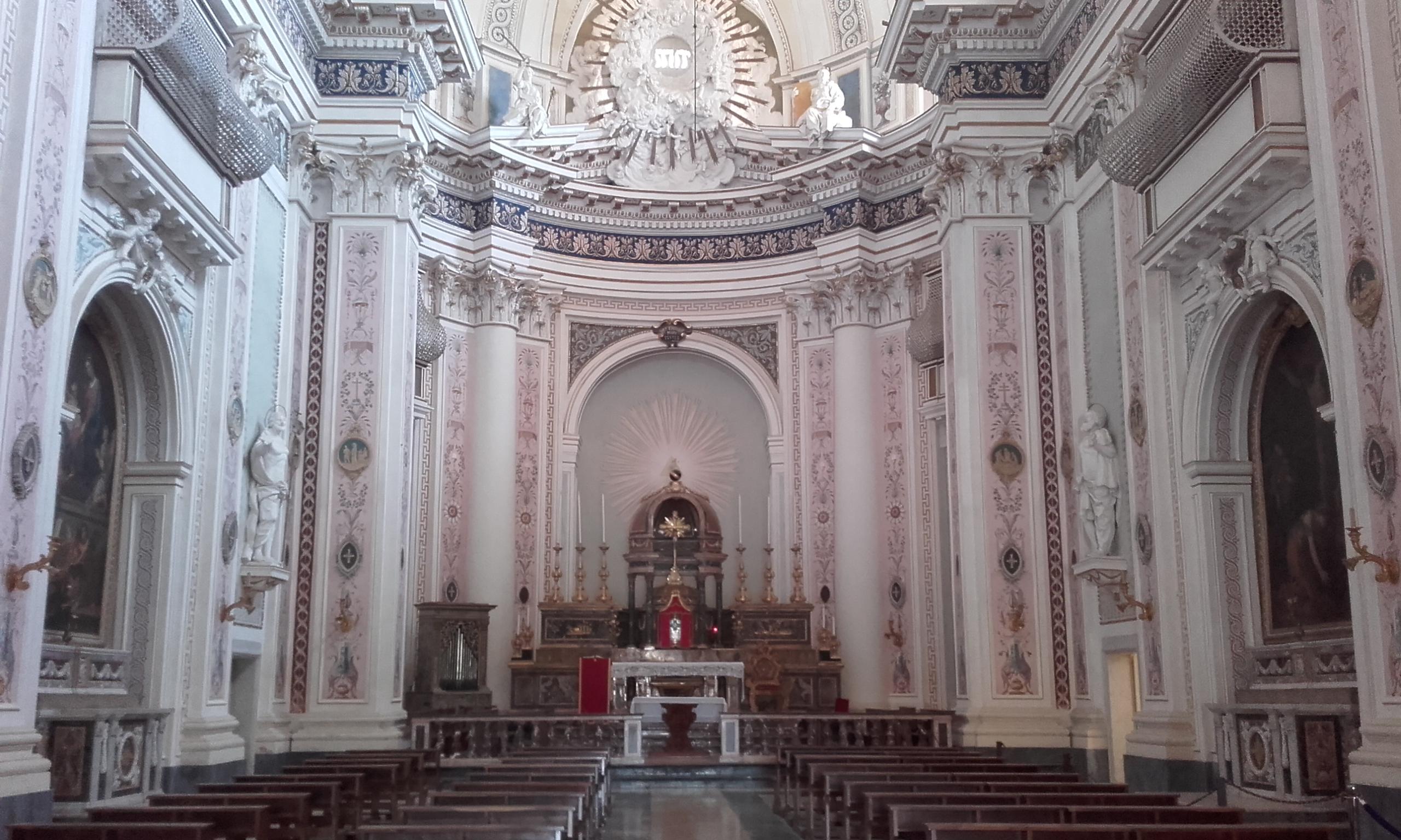 Interior de la Basílica del Santo Salvatore