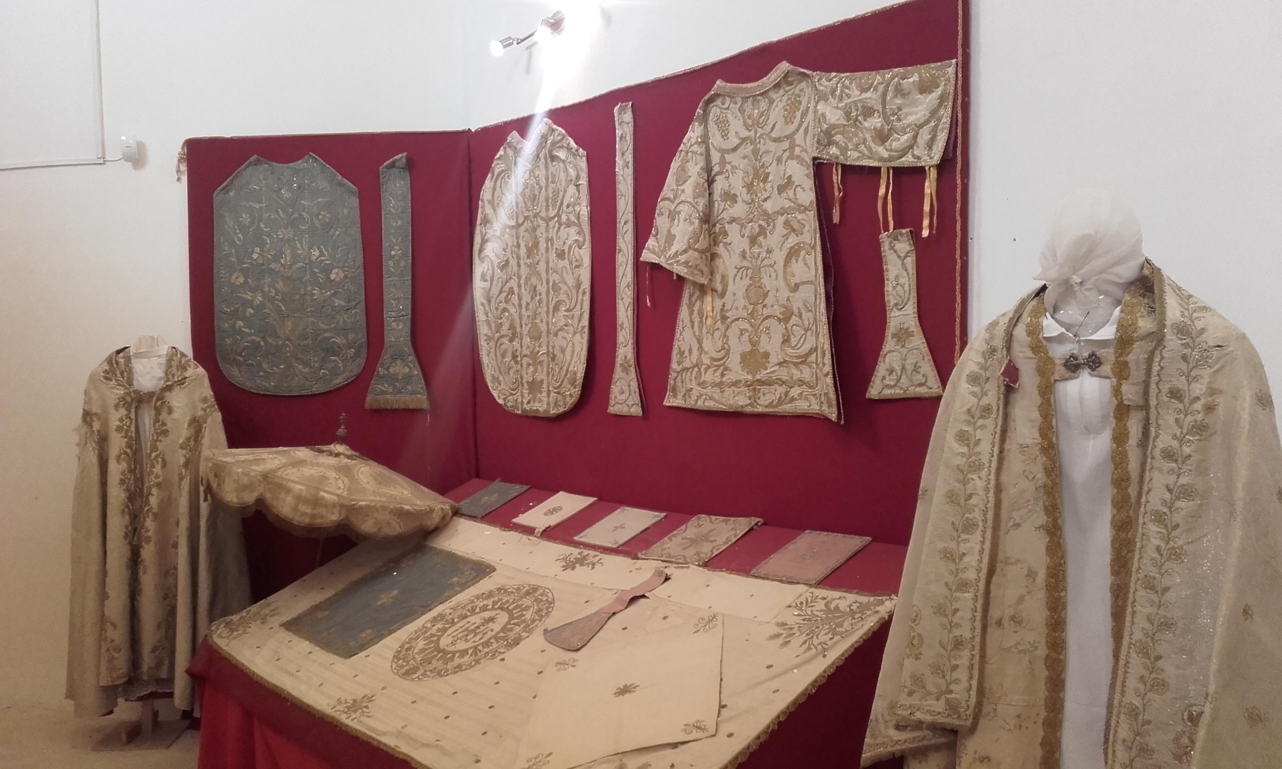 Elementos y ropajes litúrgicos en la Basílica