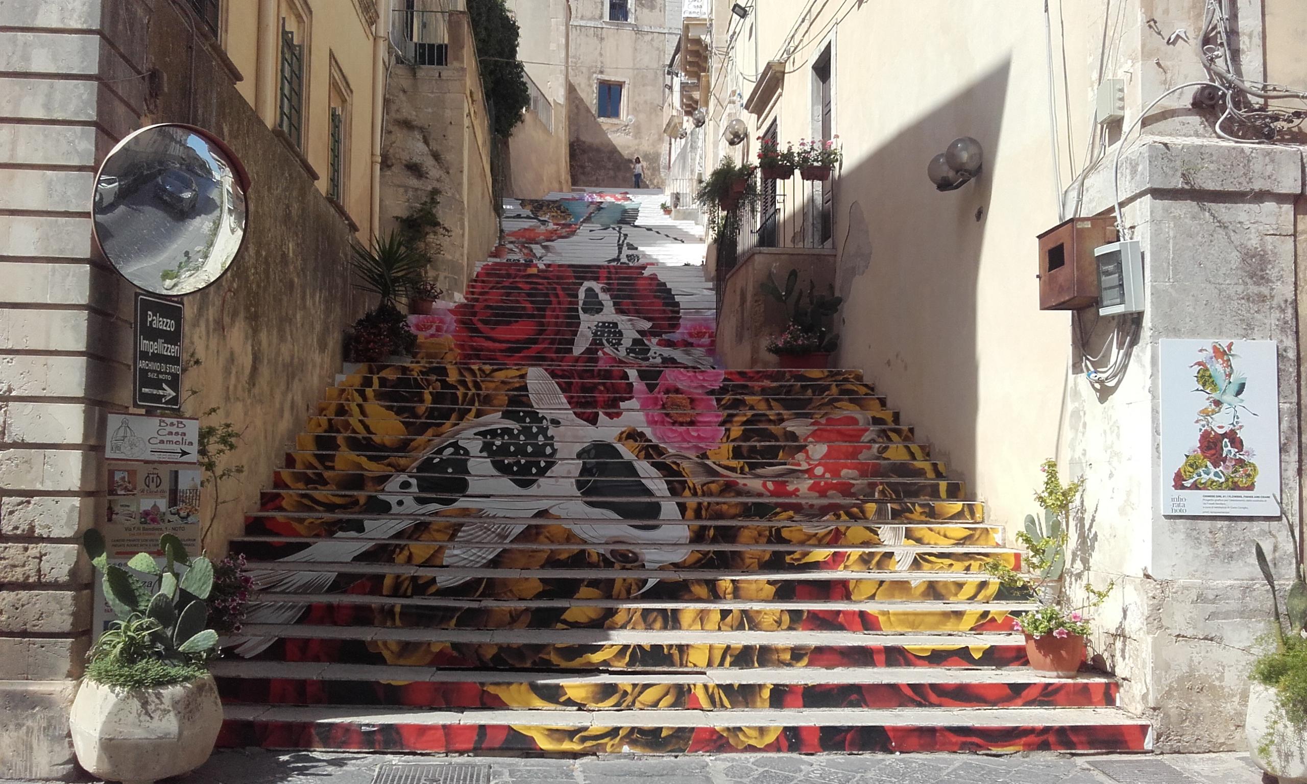 Obra de arte en las escaleras