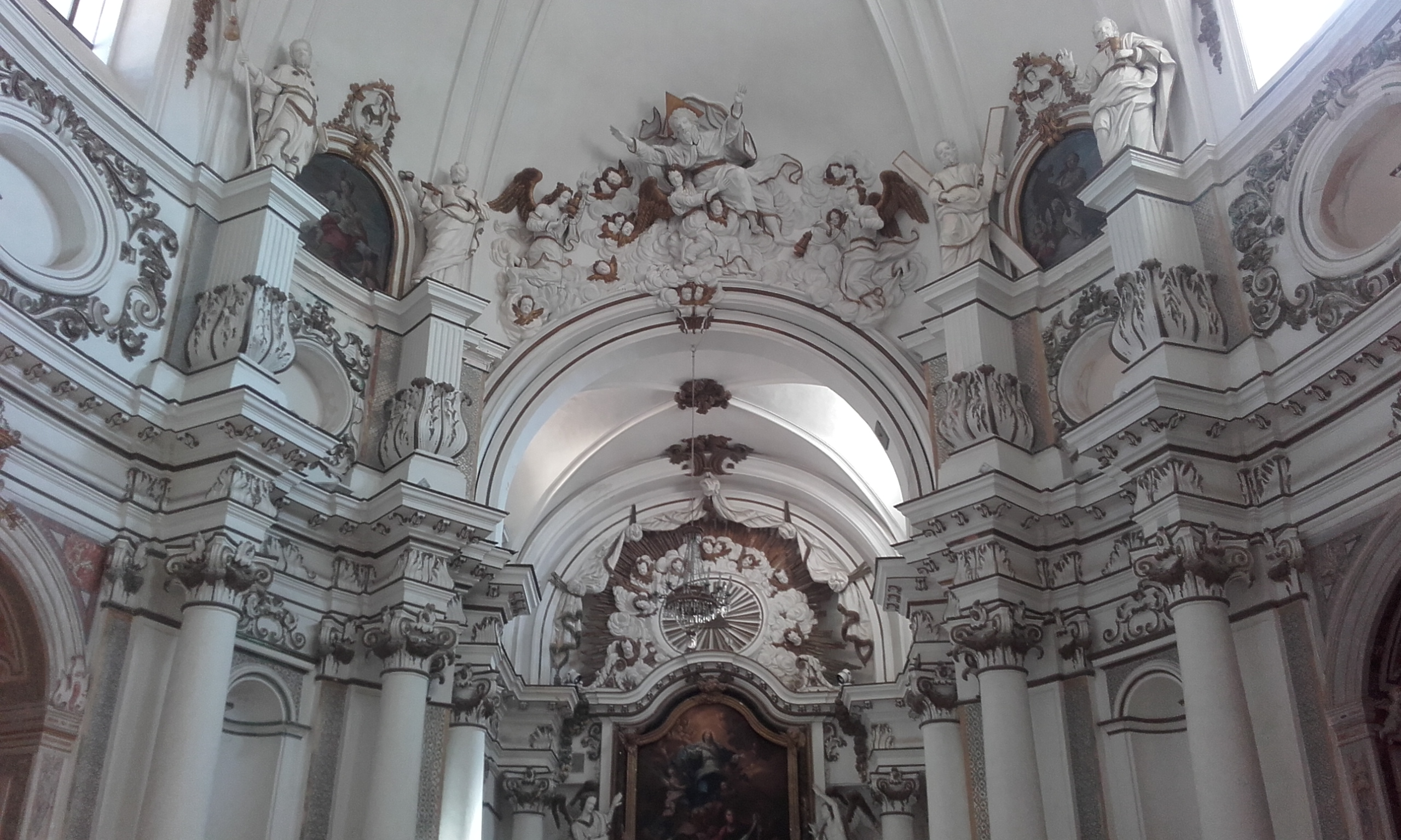 Interior de la Iglesia de Santa Chiara
