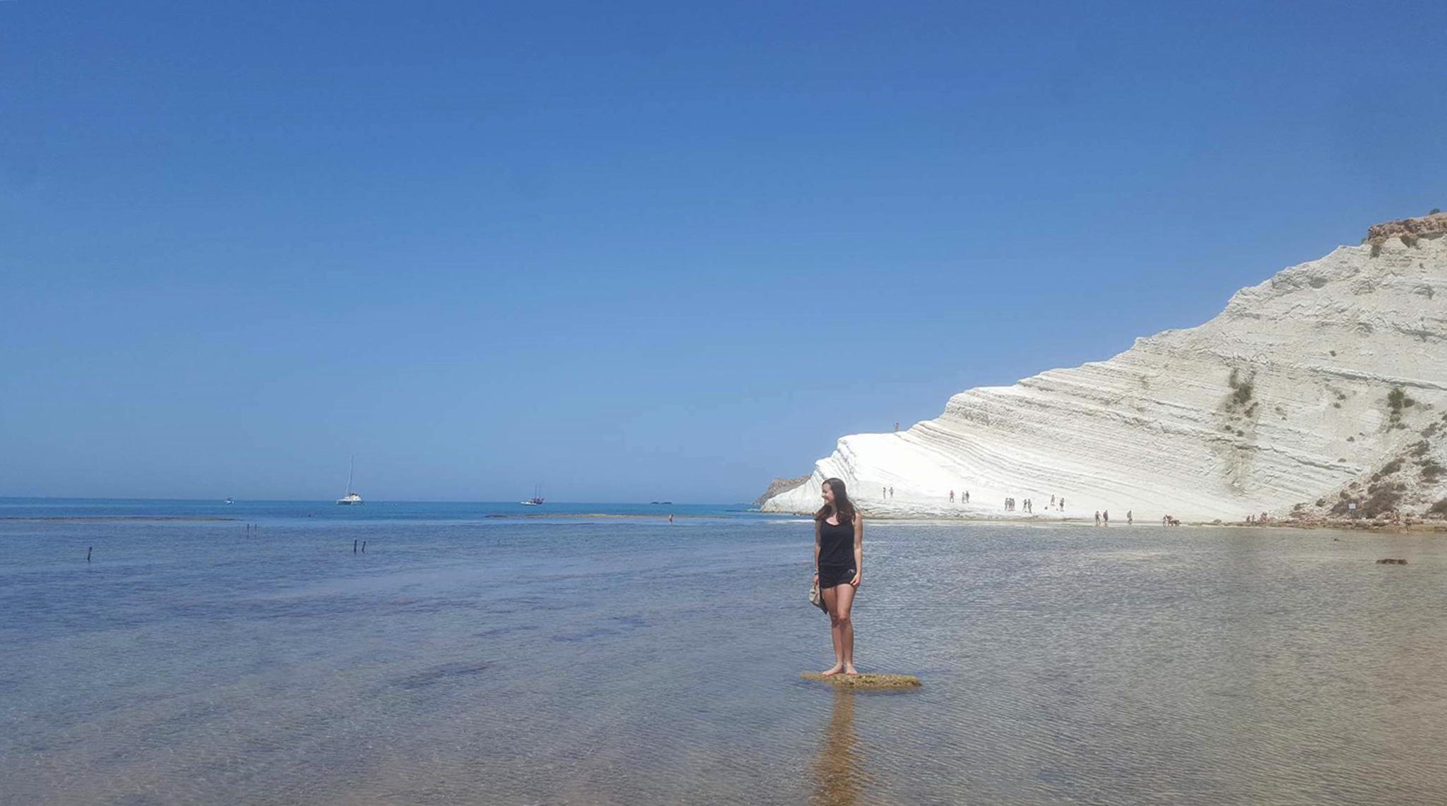 Scala dei Turchi y las cristalinas aguas de la playa