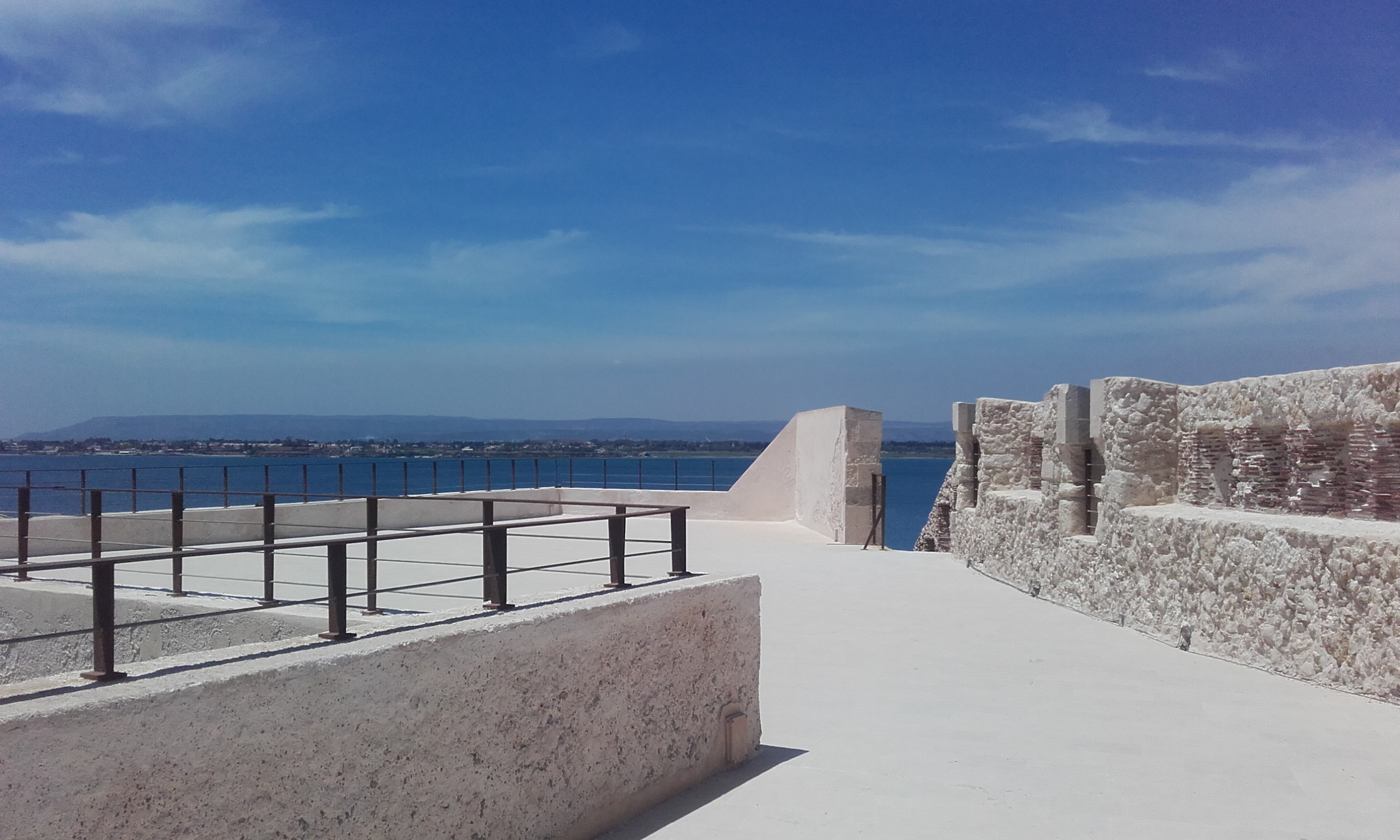 Terraza y murallas del Castello Maniace