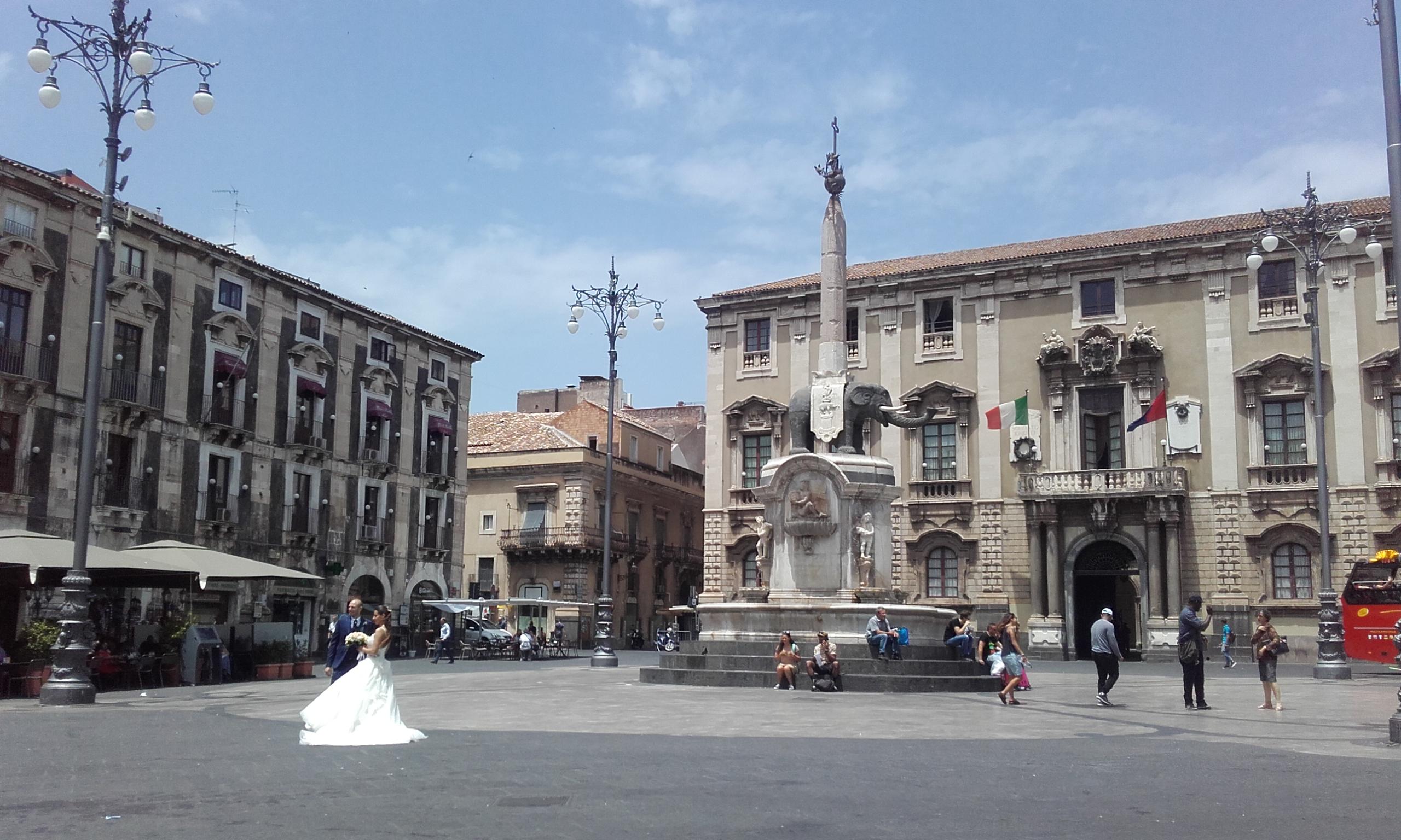 Sesión de fotos de boda enfrente de la Fontana dell'Elefante