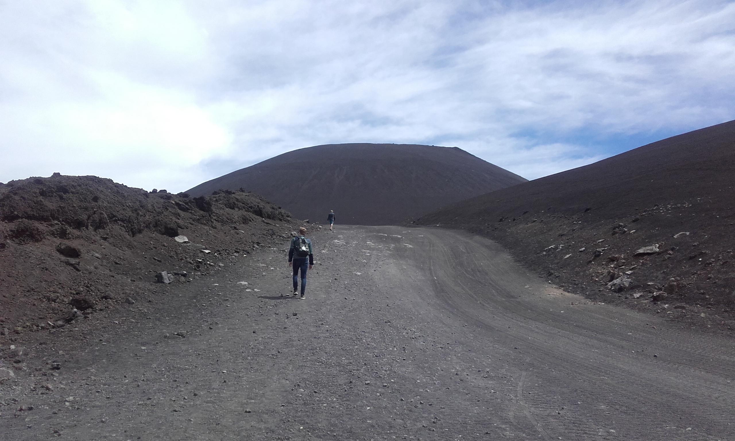 El sendero hacia el Etna
