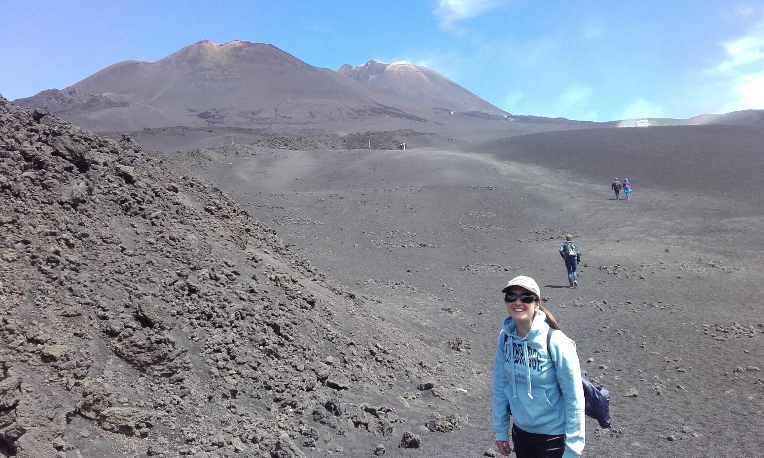 De camino a la Torre del Filósofo, con el Etna en el horizonte