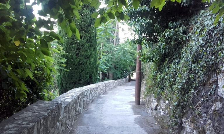 Sendero hacia el Castillo de Taormina
