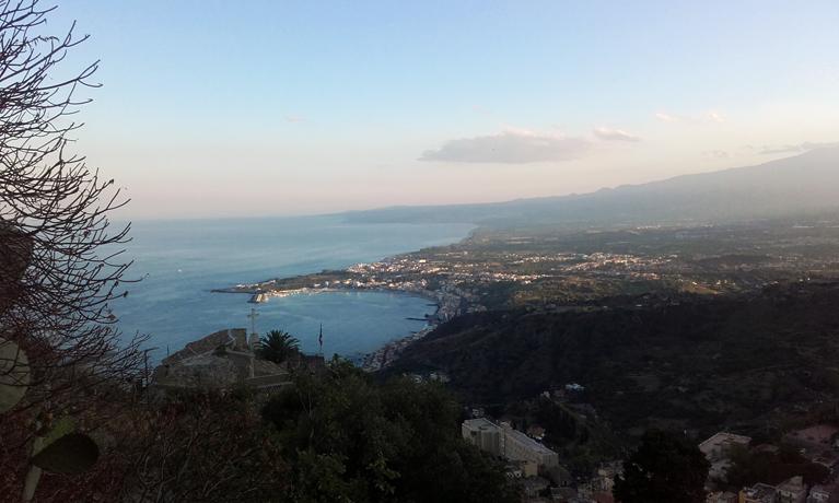 Giardini Naxos y la costa siciliana