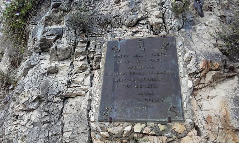 Entrada a la Iglesia Madonna della Rocca