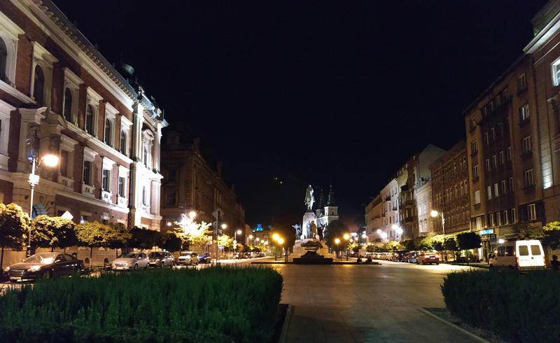 Cracovia de noche, de camino al hostal