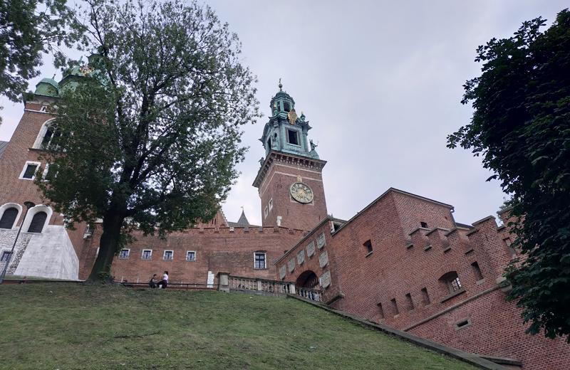 El Castillo de Wawel, desde abajo de la colina