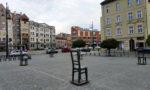 Monumento de sillas de Roman Polanski