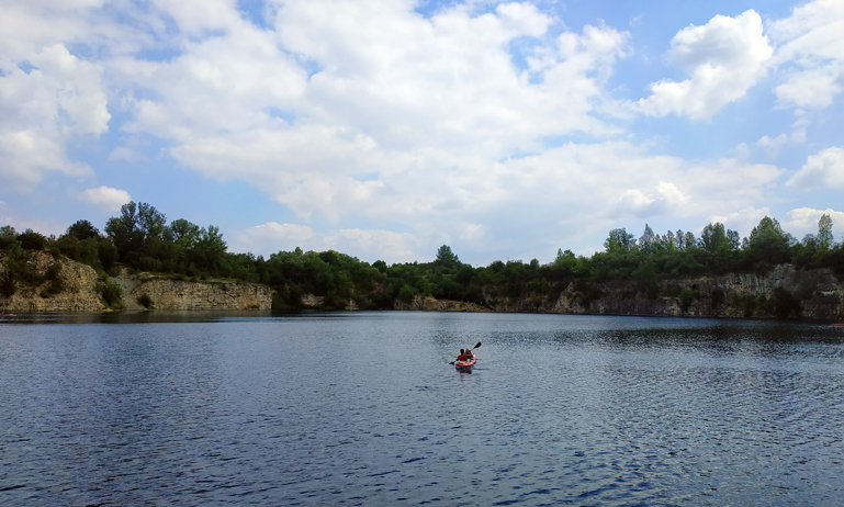 Un kayak por el estanque