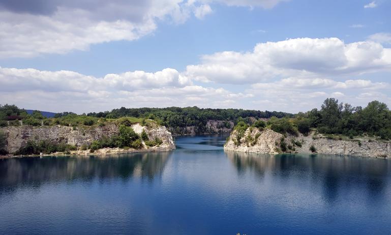 Vistas del estanque desde el sendero de arriba