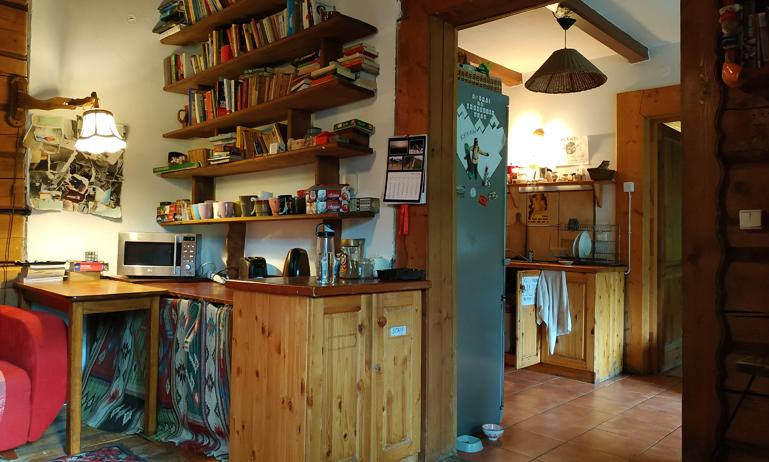 Parte de la sala común que da hacia la cocina