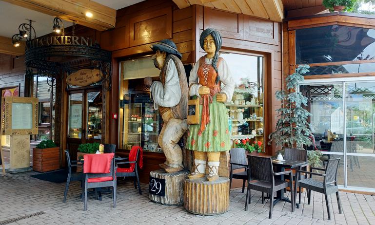 Decoraciones en un establecimiento de Zakopane