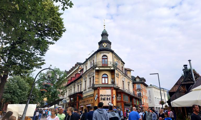 Cruce en la calle Krapówki de Zakopane