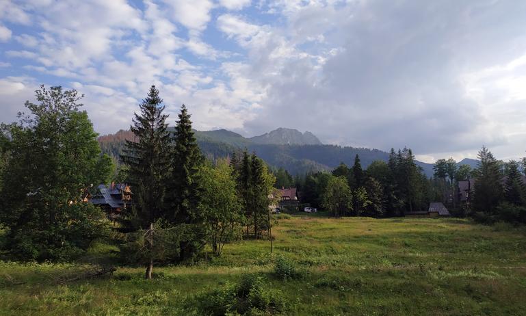 Vistas de los montes Tatras desde la carretera