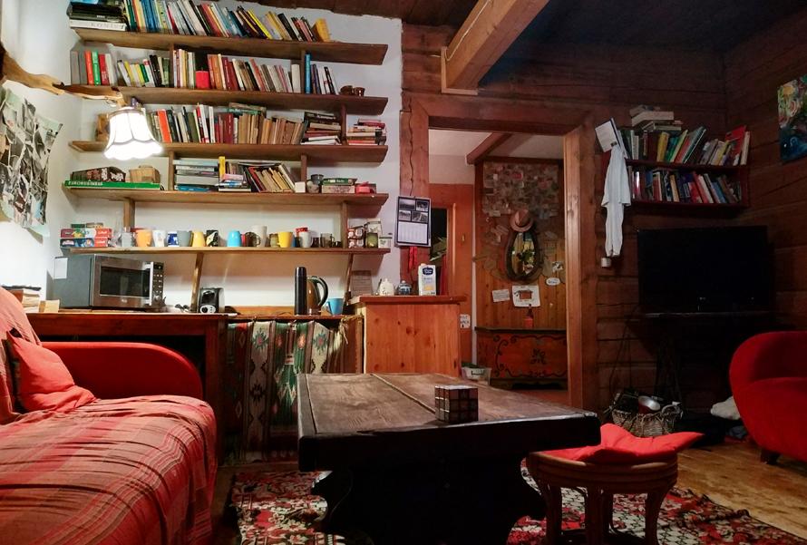 La sala común del hostal, uno de los lugares favoritos de los voluntarios