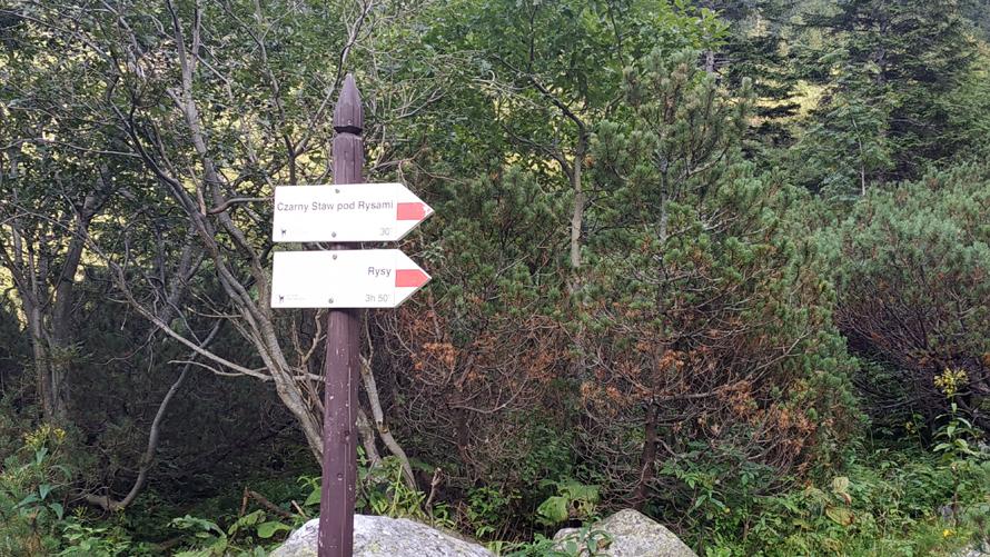 Señal de inicio del trail rojo a Rysy