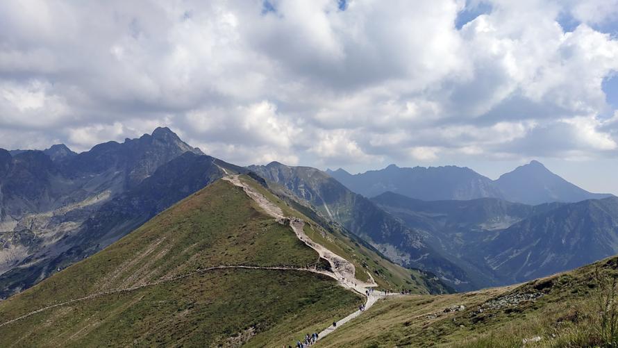 Inicio de los trails amarillo y verde hacia Murowaniec