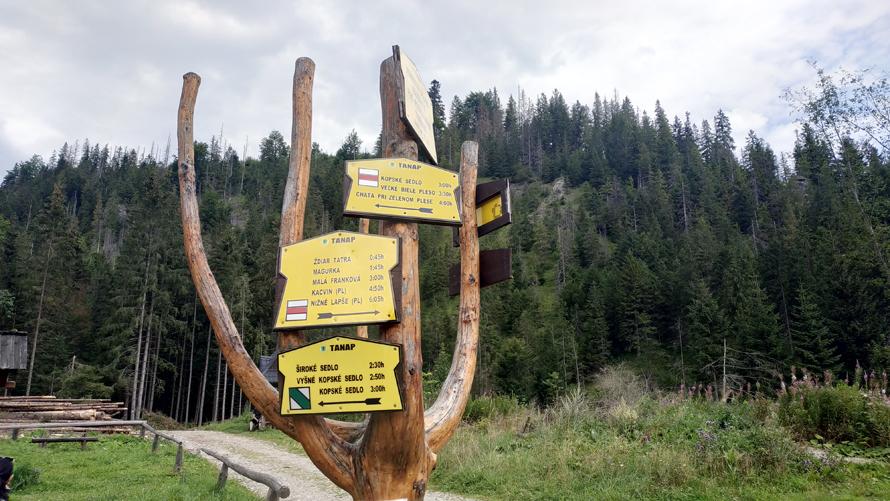 Intersección para tomar el trail rojo/verde a Kopské Sedlo y Zelené Pleso