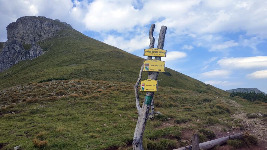 Indicaciones de los trails, a 10 minutos de llegar a Kopské Sedlo