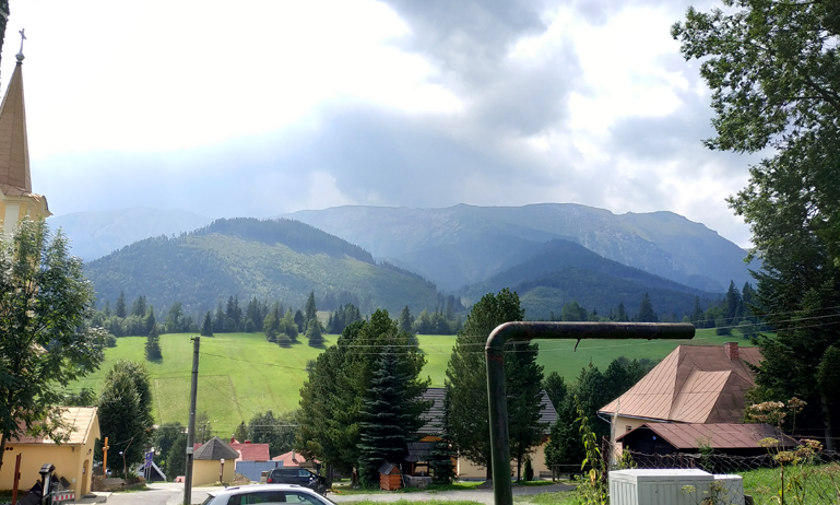 Vistas de los montes Tatras desde la terraza de The Ginger Monkey