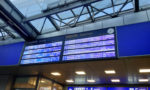 Panel con las salidas de los trenes en la estación de Cracovia