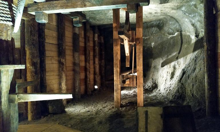 Vigas de madera, ¿evitando que las minas se caigan a pedazos?