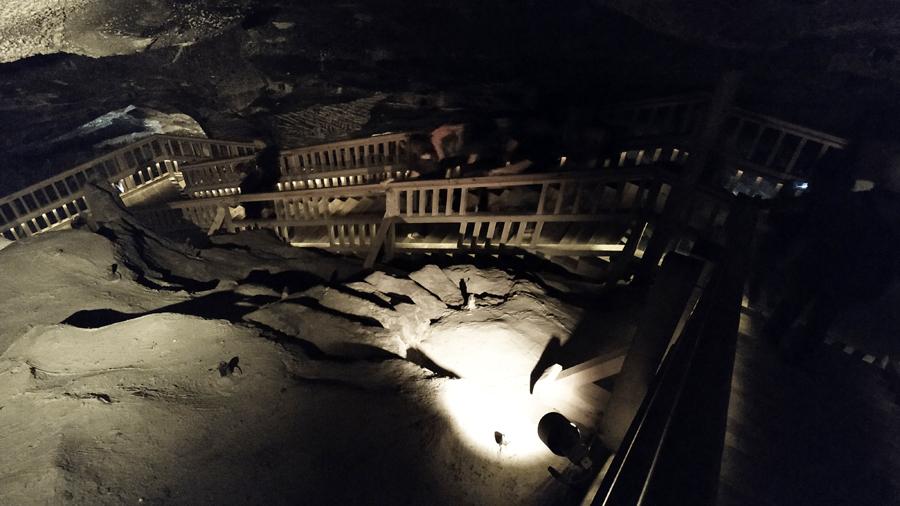 Escaleras que conectan los diferentes niveles de las minas de Wieliczka