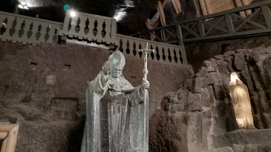 Escultura del Papa Wojtyla, hecha de sal